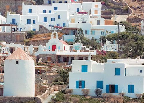 Τα χρώματα και η πέτρα δεν απορρίπτονται στον λευκό οικισμό (από το αρχείο του συγγραφέα)